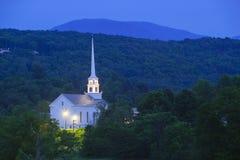 Église communautaire de Stowe au crépuscule Images stock