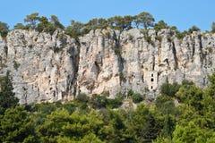 Église construite dans des roches dans la fente Image stock