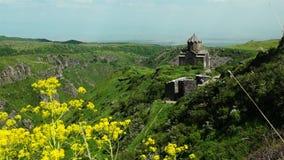 Église construite XI au siècle dans le château Amberd en Arménie clips vidéos