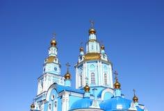 Église contre le ciel bleu Images libres de droits