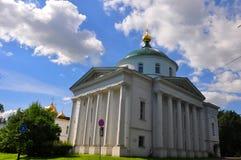 Église d'Élijah le prophète et le Tikhon, évêque Amafuntsky dans Yaroslavl Photographie stock libre de droits