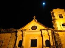 Église d'augustine de rue la nuit Photos stock