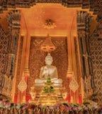 Église d'intérieur de statue de Bouddha Photos stock