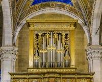 Église d'Italien d'organe de tuyau photographie stock libre de droits