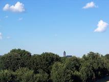 Église dans la distance Image libre de droits