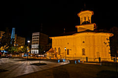 Église dans la lumière de nuit Image stock