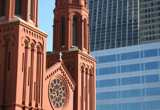 Église dans la ville Photographie stock