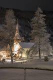 Église dans Lauterbrunnen (Suisse) par nuit Image stock