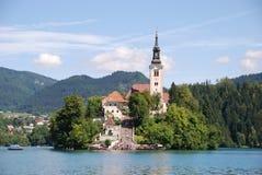 Église dans le lac saigné Photos stock