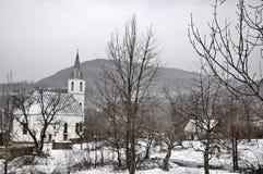Église dans le village Photos libres de droits
