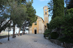 Église dans le village d'Eze, France image libre de droits