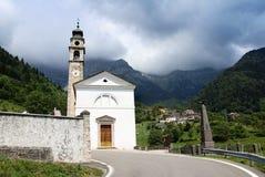 Église dans le village Italie d'aune Images libres de droits