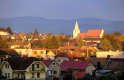 Église dans le village Senkvice en Slovaquie au lever de soleil photo stock