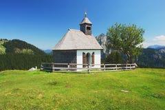 Église dans les Alpes autrichiens Images libres de droits