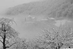 Église dans les Alpes en hiver Photos stock
