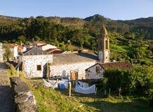 Église dans un village espagnol Photographie stock libre de droits