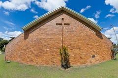 Église de brique avec la croix Photos stock