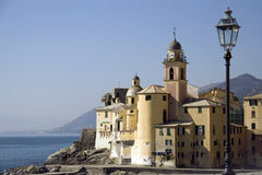 Église de camogli Photos stock