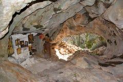 Église de caverne images stock
