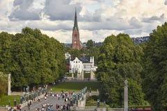 Église de forêt de parc de la Norvège Oslo Vigeland et pont de sculptures Images libres de droits