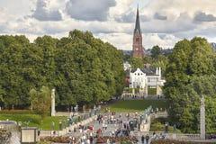 Église de forêt de parc de la Norvège Oslo Vigeland et pont de sculptures Images stock