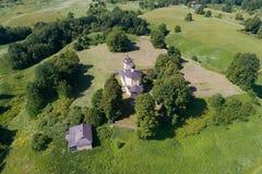 Église de Georgy de saint sur la photographie aérienne de Voronich de règlement antique Trigorskoe Pushkinskie sanglant, image stock