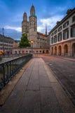 Église de Grossmunster pendant le matin, Zurich, Suisse Photos libres de droits