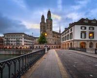 Église de Grossmunster pendant le matin, Zurich, Suisse Photo stock