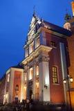 Église de jésuite à Varsovie la nuit Images libres de droits