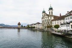 Église de jésuite dans la vieille ville de la luzerne en Suisse photo libre de droits