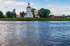 Église de l'exaltation de la croix sainte, monastère de Nilov, région de Tver Images stock