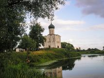 Église de l'intervention sur le Nerl, Ruissia, Suzdal photographie stock libre de droits