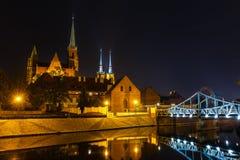 Église de la croix et St Bartholomew et la cathédrale saints de St John le baptiste à Wroclaw, Pologne photographie stock