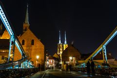 Église de la croix et St Bartholomew et la cathédrale saints de St John le baptiste à Wroclaw, Pologne images libres de droits