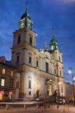 Église de la croix sainte la nuit à Varsovie Photo libre de droits