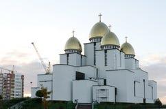 Église de la nativité de la Vierge bénie sur le fond de ciel Photographie stock libre de droits