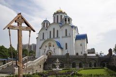 Église de la protection de la mère de Dieu chez Yasenevo, Moscou, Russie Images stock
