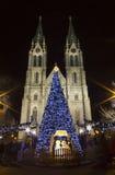 Église de Ludmila de saint avec des marchés de Noël - nuit Images libres de droits