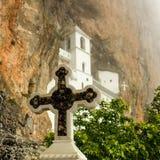 Église de monastère chrétien Ostrog, Monténégro images libres de droits