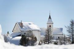 Église de montagne en hiver Images libres de droits