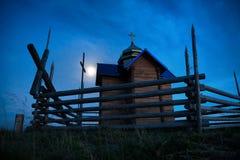 Église de mystère au-dessus de lumière de lune Photos libres de droits