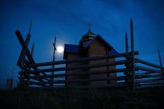 Église de mystère au-dessus de lumière de lune Images libres de droits