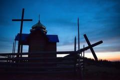 Église de mystère au-dessus de lumière de lune Photo stock
