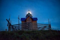 Église de mystère au-dessus de lumière de lune Photos stock