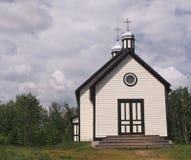 Église de pays avec des dômes Images stock