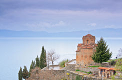 Église de rue Kaneo dans Ohrid Photos stock