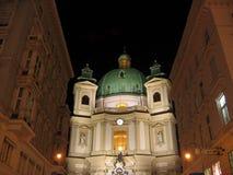 Église de rue Peter par nuit - Photographie stock libre de droits