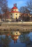 Église de rue Vitus dans la ville de Dobrany. Photographie stock libre de droits