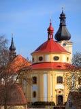 Église de rue Vitus dans la ville de Dobrany. Photos stock