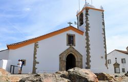 Église de Saint-Esprit et les roches image libre de droits